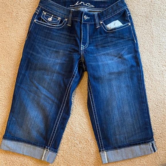Women's size 6 I-N-C Capri jeans